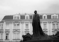 Statue sur la place de la vieille ville