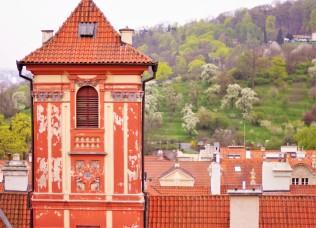 Vue du château de Prague sur la ville et le parc